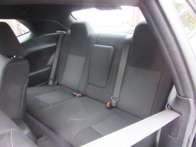 2016 Dodge Challenger SXT 10