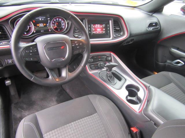 2016 Dodge Challenger SXT 11