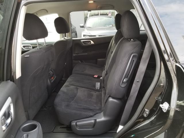 2015 Nissan Pathfinder S 9