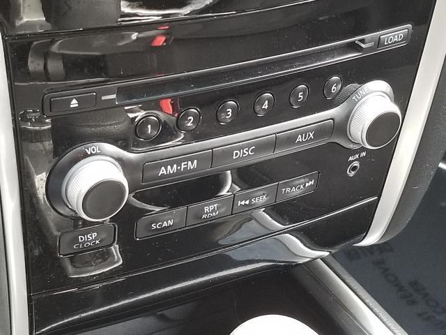 2015 Nissan Pathfinder S 23