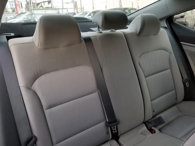 2017 Hyundai Elantra SE 15