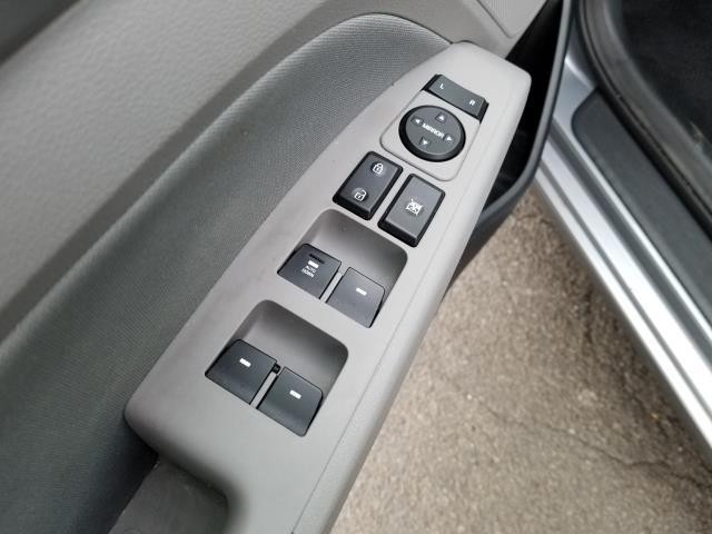 2017 Hyundai Elantra SE 17