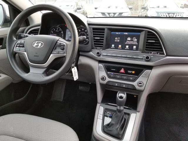 2017 Hyundai Elantra SE 16