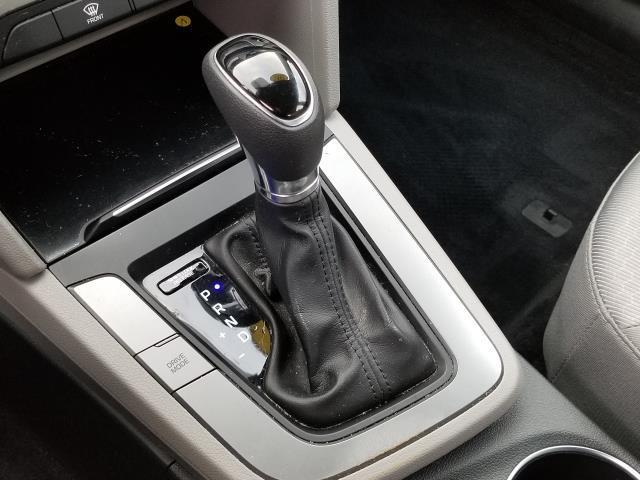 2017 Hyundai Elantra SE 22
