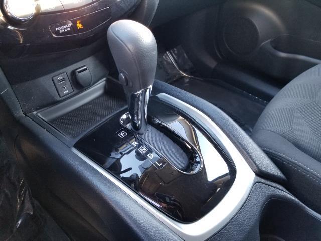 2016 Nissan Rogue SV 23