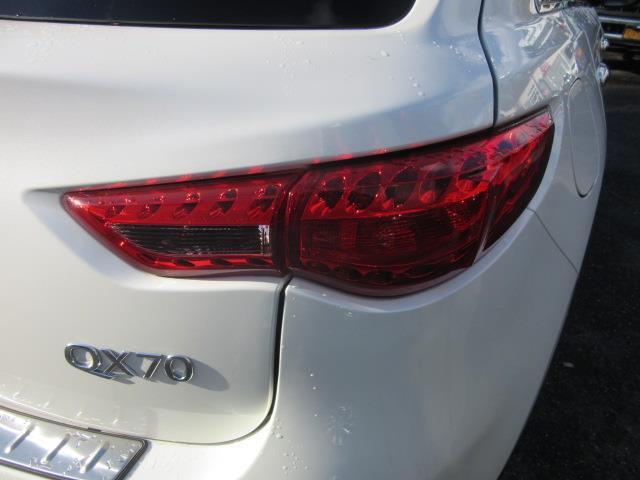 2017 INFINITI QX70 AWD 8