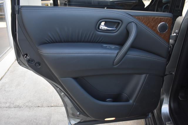 2015 INFINITI QX80 4WD 4dr 10