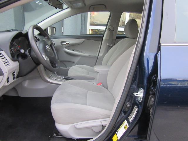 2013 Toyota Corolla LE 9