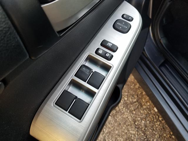 2013 Toyota Camry SE 17