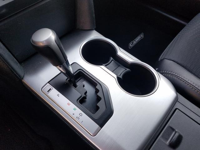 2013 Toyota Camry SE 24