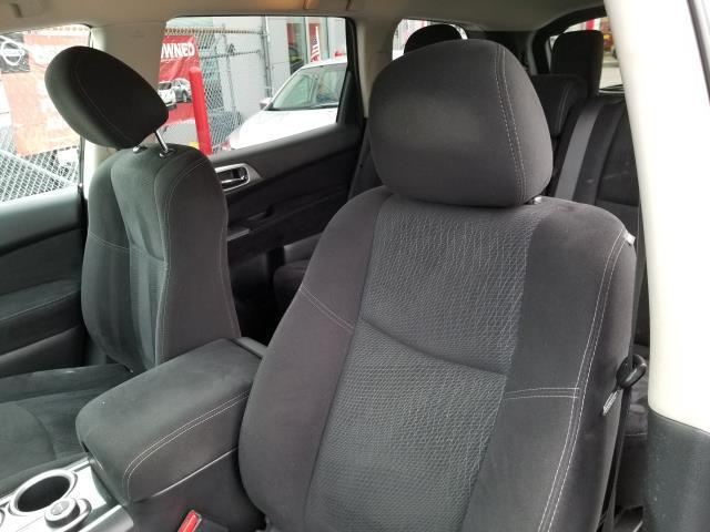 2013 Nissan Pathfinder S 10