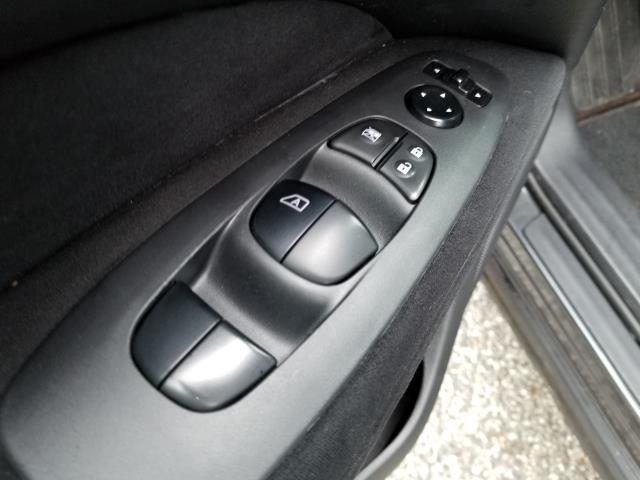 2013 Nissan Pathfinder S 19