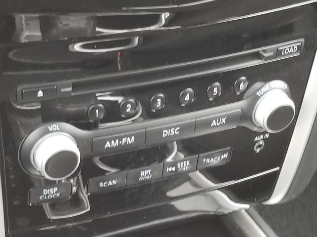 2013 Nissan Pathfinder S 23