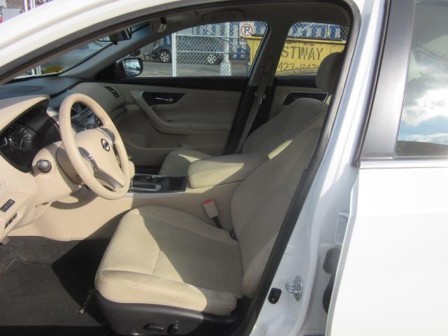 2015 Nissan Altima 2.5 S 9