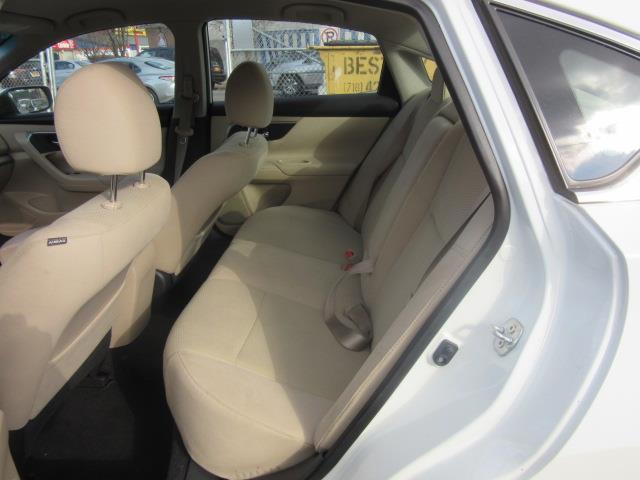 2015 Nissan Altima 2.5 S 10