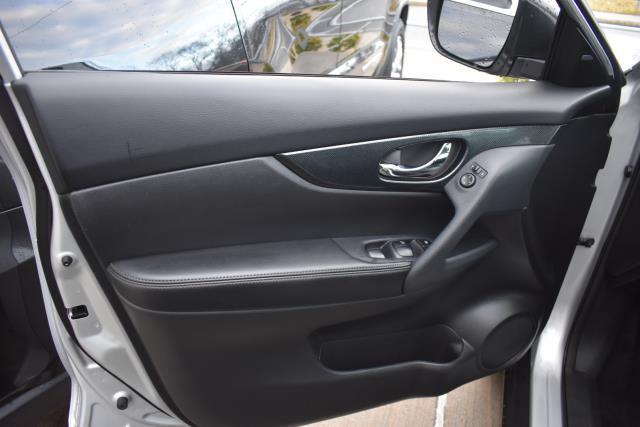 2015 Nissan Rogue SL 10