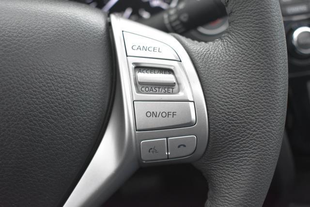 2015 Nissan Rogue SL 16