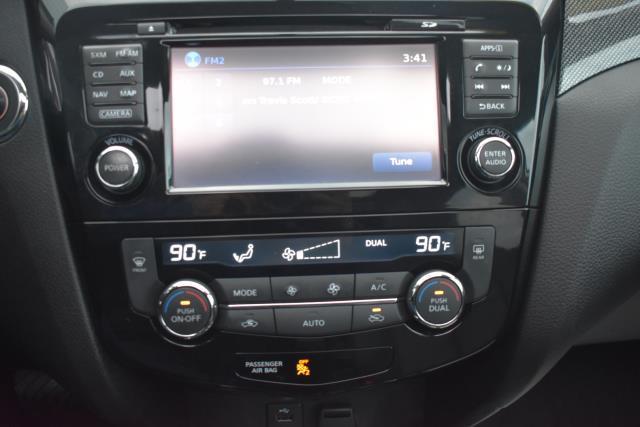 2015 Nissan Rogue SL 17