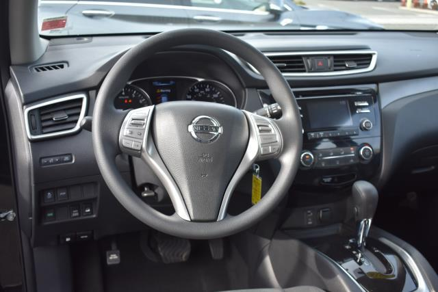 2016 Nissan Rogue S 8