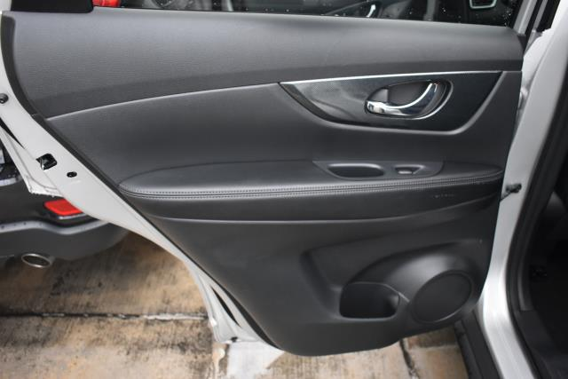 2015 Nissan Rogue SL 9