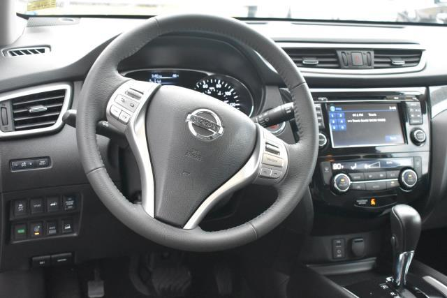 2015 Nissan Rogue SL 38