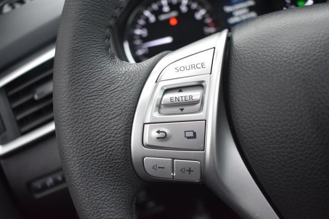 2015 Nissan Rogue SL 15