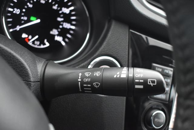 2015 Nissan Rogue SL 26