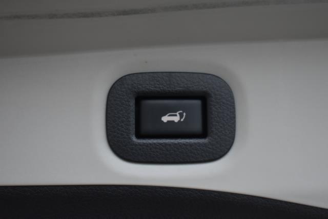 2015 Nissan Rogue SL 36