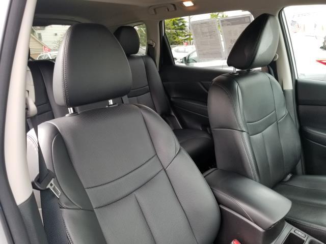 2015 Nissan Rogue SL 14