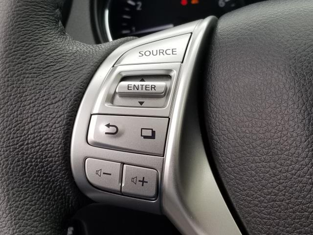 2015 Nissan Rogue SL 21
