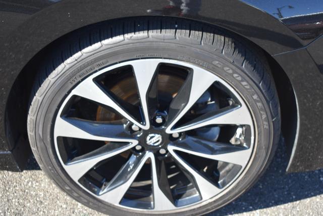 2017 Nissan Maxima SR 4