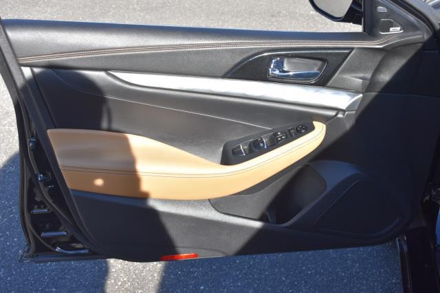 2017 Nissan Maxima SR 11