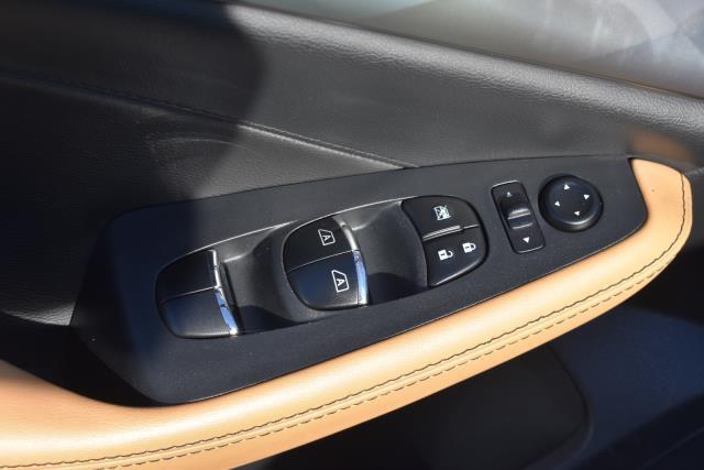 2017 Nissan Maxima SR 12