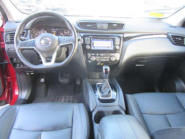 2017 Nissan Rogue Sport SL 13