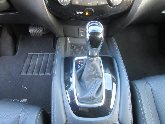 2017 Nissan Rogue Sport SL 24