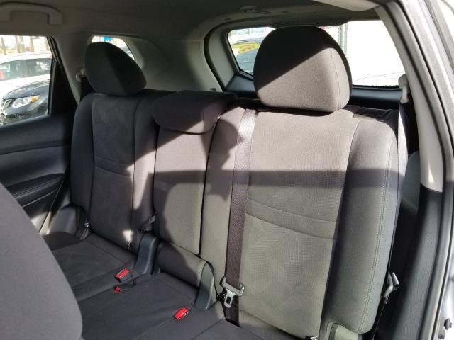2016 Nissan Rogue SV 11
