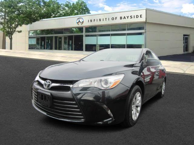 2015 Toyota Camry LE 0