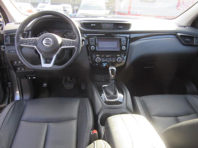 2017 Nissan Rogue Sport SL 12