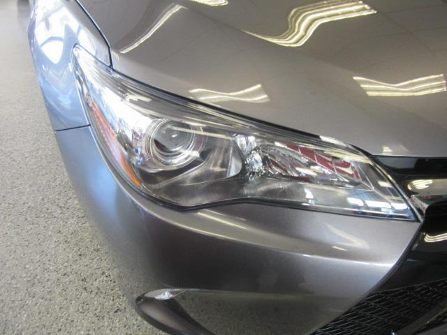 2017 Toyota Camry SE 4