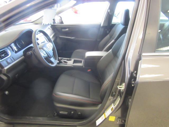2017 Toyota Camry SE 8