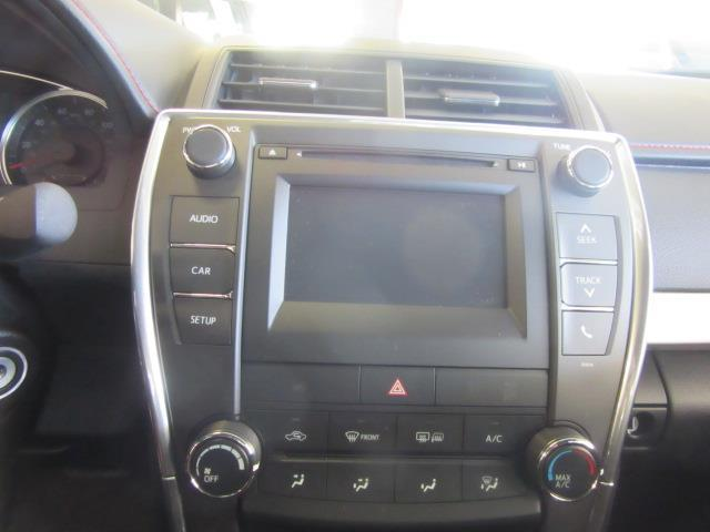 2017 Toyota Camry SE 24