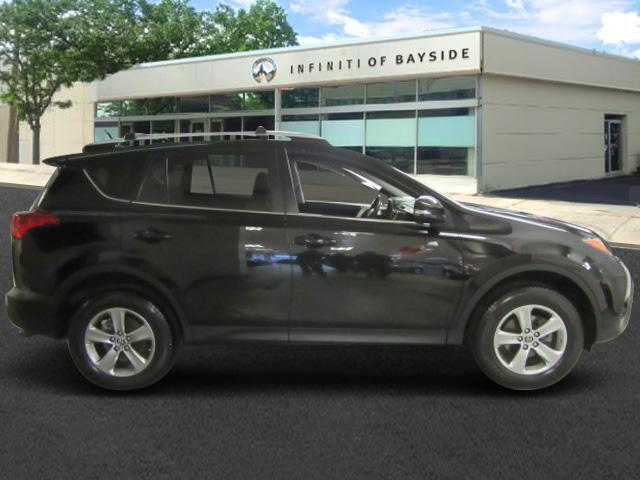 2015 Toyota RAV4 XLE 2