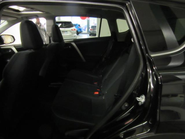 2015 Toyota RAV4 XLE 11