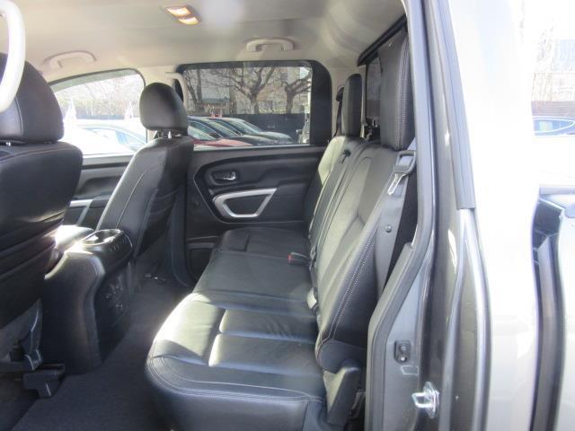 2017 Nissan Titan SL 11