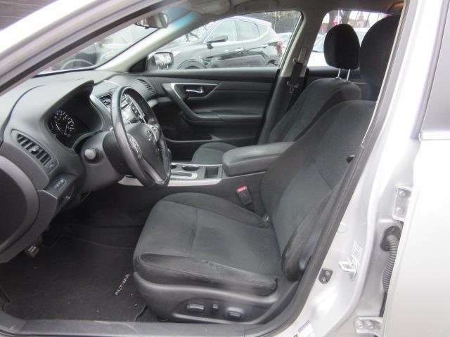 2015 Nissan Altima 2.5 SV 11