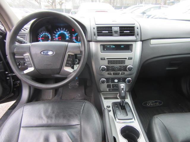 2011 Ford Fusion SE 10