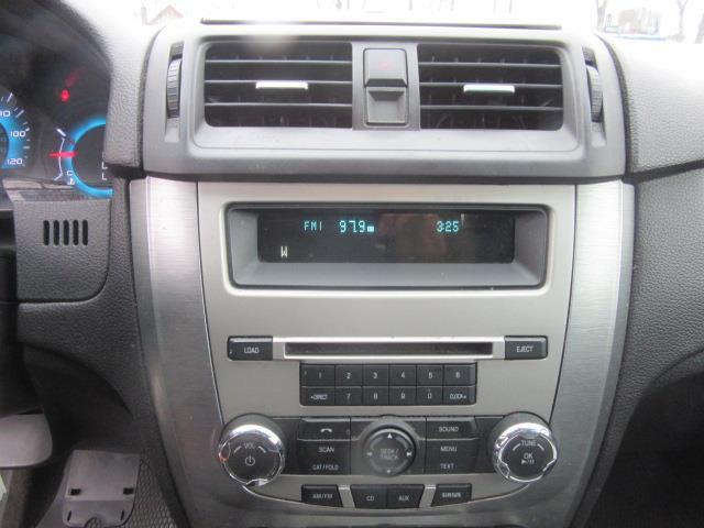 2011 Ford Fusion SE 21