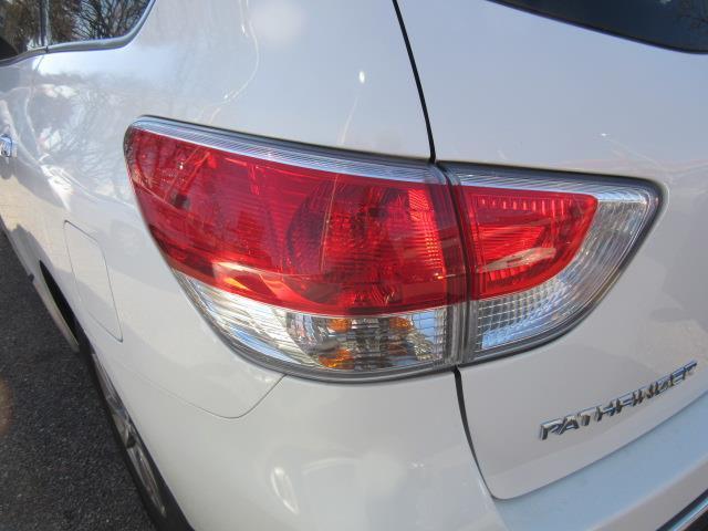 2016 Nissan Pathfinder S 7