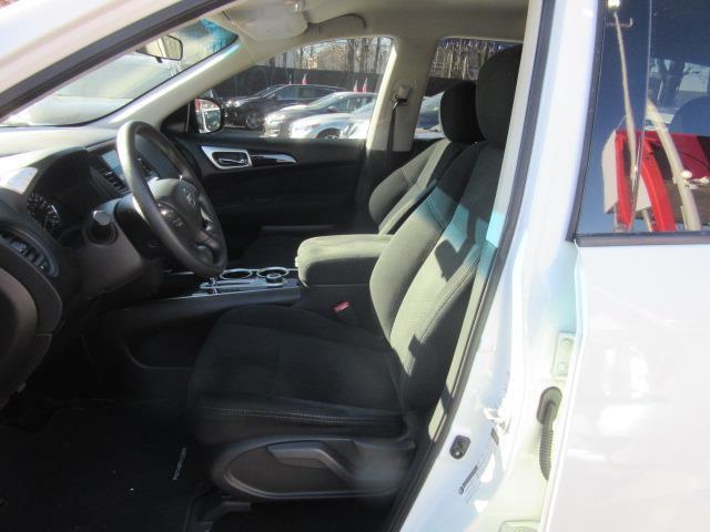 2016 Nissan Pathfinder S 10