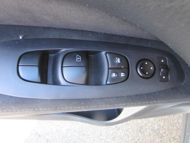 2016 Nissan Pathfinder S 15